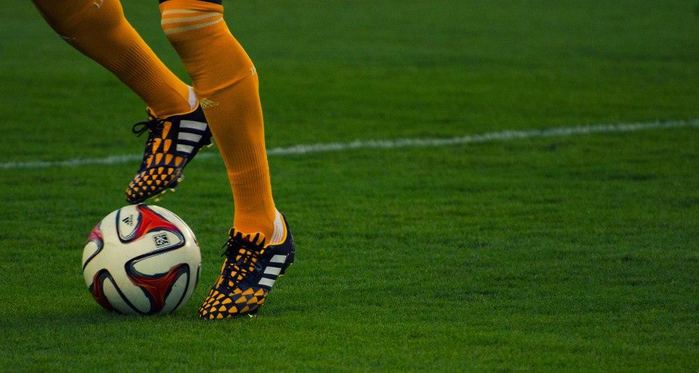 feet-and-ball