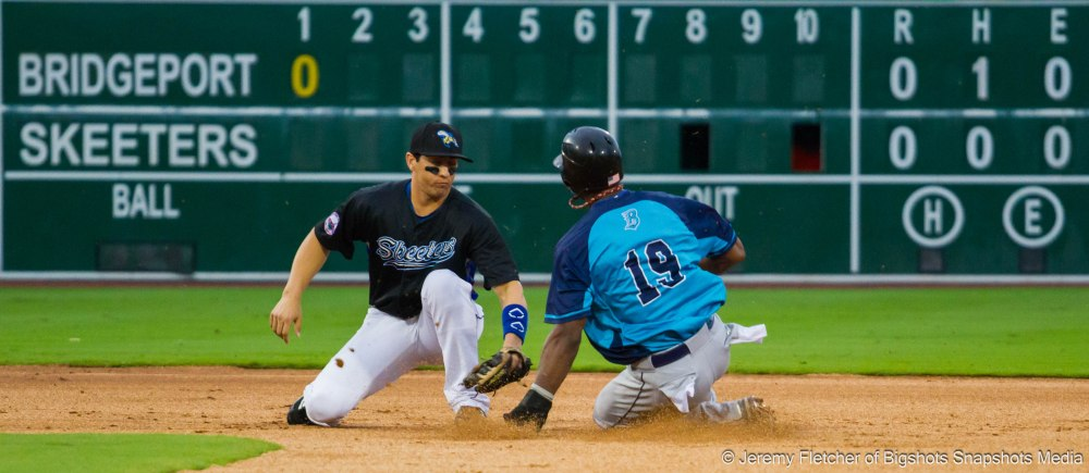 Sugar Land Skeeters vs Bridgeport Bluefish here at Constellation Field in Sugar Land Texas Thursday August 20, 2015 (Welington Dotel trying to steal but caught by Amadeo Zazueta)