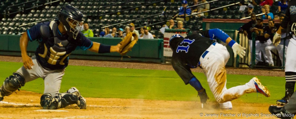 Sugar Land Skeeters vs Bridgeport Bluefish here at Constellation Field in Sugar Land Texas Thursday August 20, 2015 (Willy Taveras)